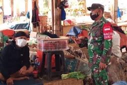 Himbauan PPKM Mikro, Koramil 08/ Duren Sawit Bersama Tiga Pilar Sambangi Sentra Ekonomi