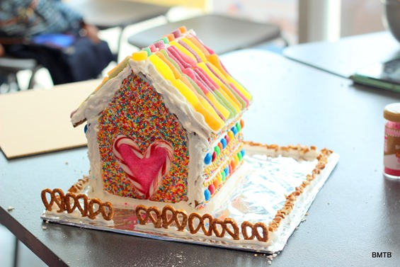 Gingerbread Houses by Baking Makes Things Better (16)