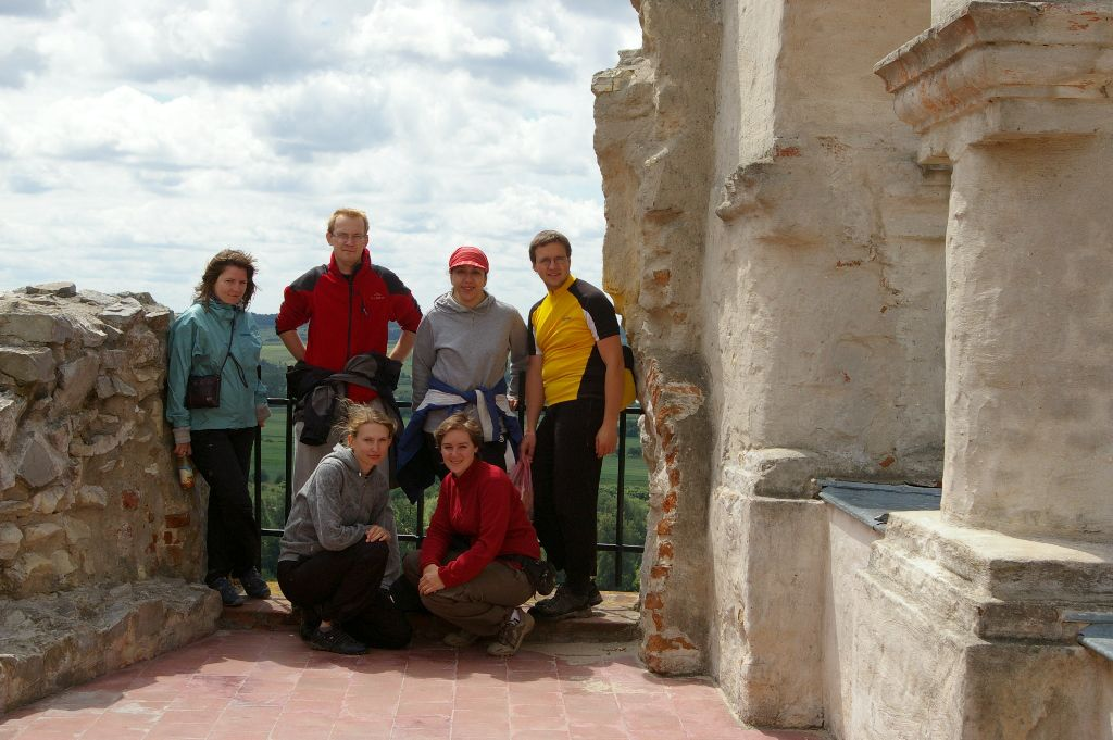Pamiątkowa fotka na zamku w Janowcu, szybko zwiedzamy, bo czas goni.