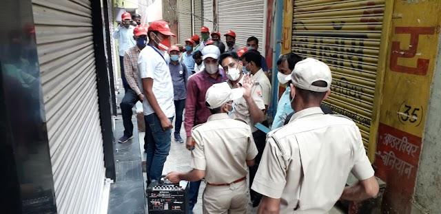 शहर में चोरी छिपे दुकान खोलकर सामान बैचने वालों के खिलाफ एसडीएम ने की कार्रवाई, दो दुकान को सीज कर चार लोगों को गिरफ्तार किया
