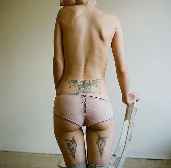 sexy_sorvete_em_bunda_de_tatuagem