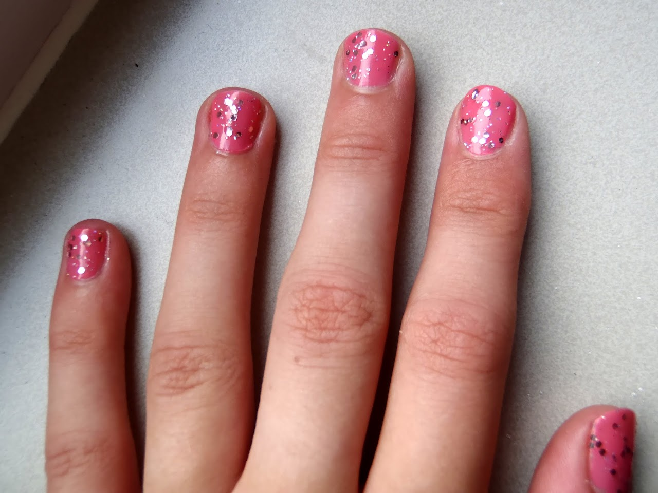 Catrice Kitch Me If You Can topcoat met Essence Multi Dimension Love Of Pink nagellak