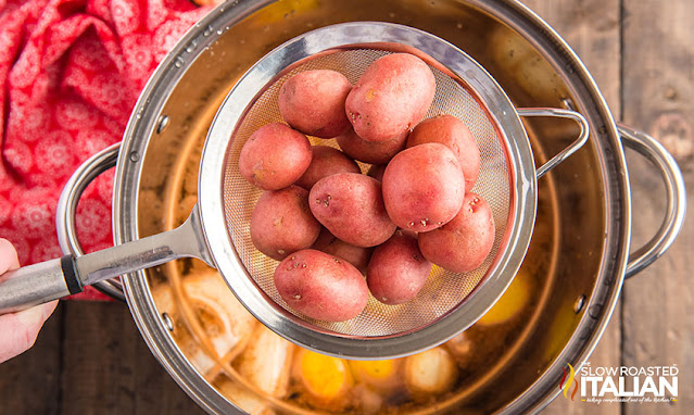 Low country boil recipe putting potatoes in the pot