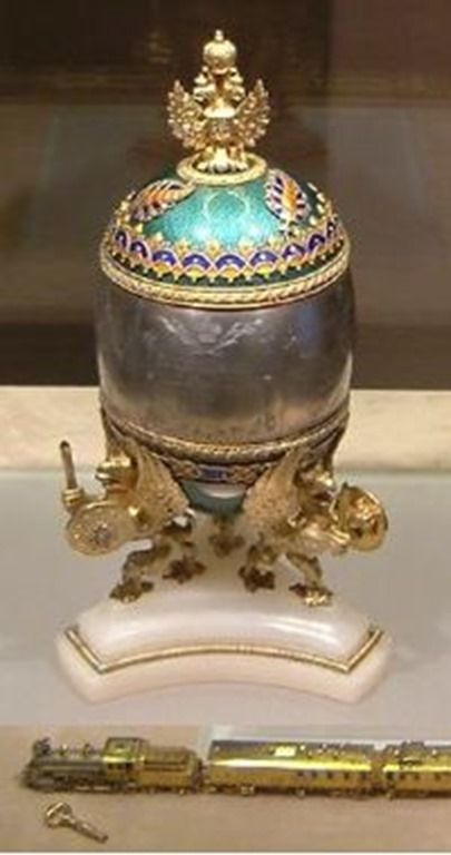 200px-Faberge_Train_Egg_Kremlin_April_2003-2