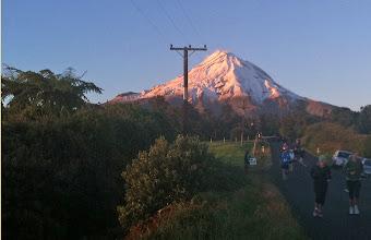 Photo: Marathonstrecke mit Mt. Taranaki