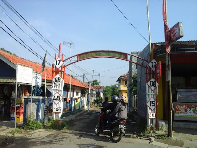 Jalan KH Asyik singanagara I merupakan jalan masuk menuju kediaman Bu bidan Hj. Narsih
