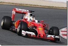 Sebastian Vettel al volante della Ferrari nei test di Barcellona 2016