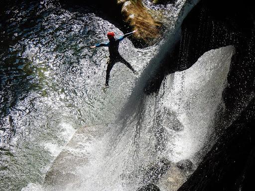 Saut de la Cascade de tuff canyon du Furon partie basse