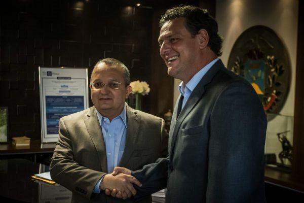 Carlos-Favaro-governador-em-exercicio-de-Mato-Grosso-e-presidente-reigonal-do-PSD-com-o-goverandor-Jose-Pedro-TAQUES