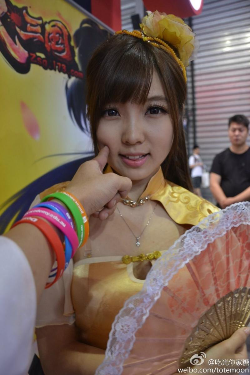 Sờ tận tay các showgirl tại ChinaJoy 2013 - Ảnh 18