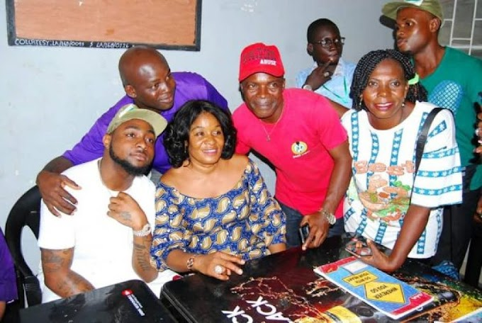NYSC Officials scramble to take pictures with Davido