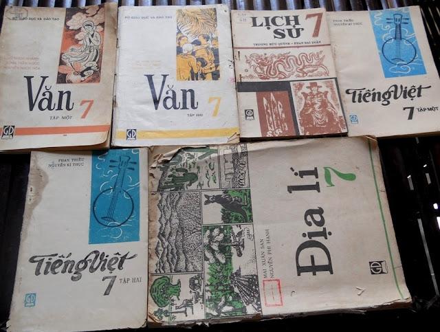 Sách giáo khoa tiểu học cũ - nơi lưu giữ từng trang ký ức DSCN3251