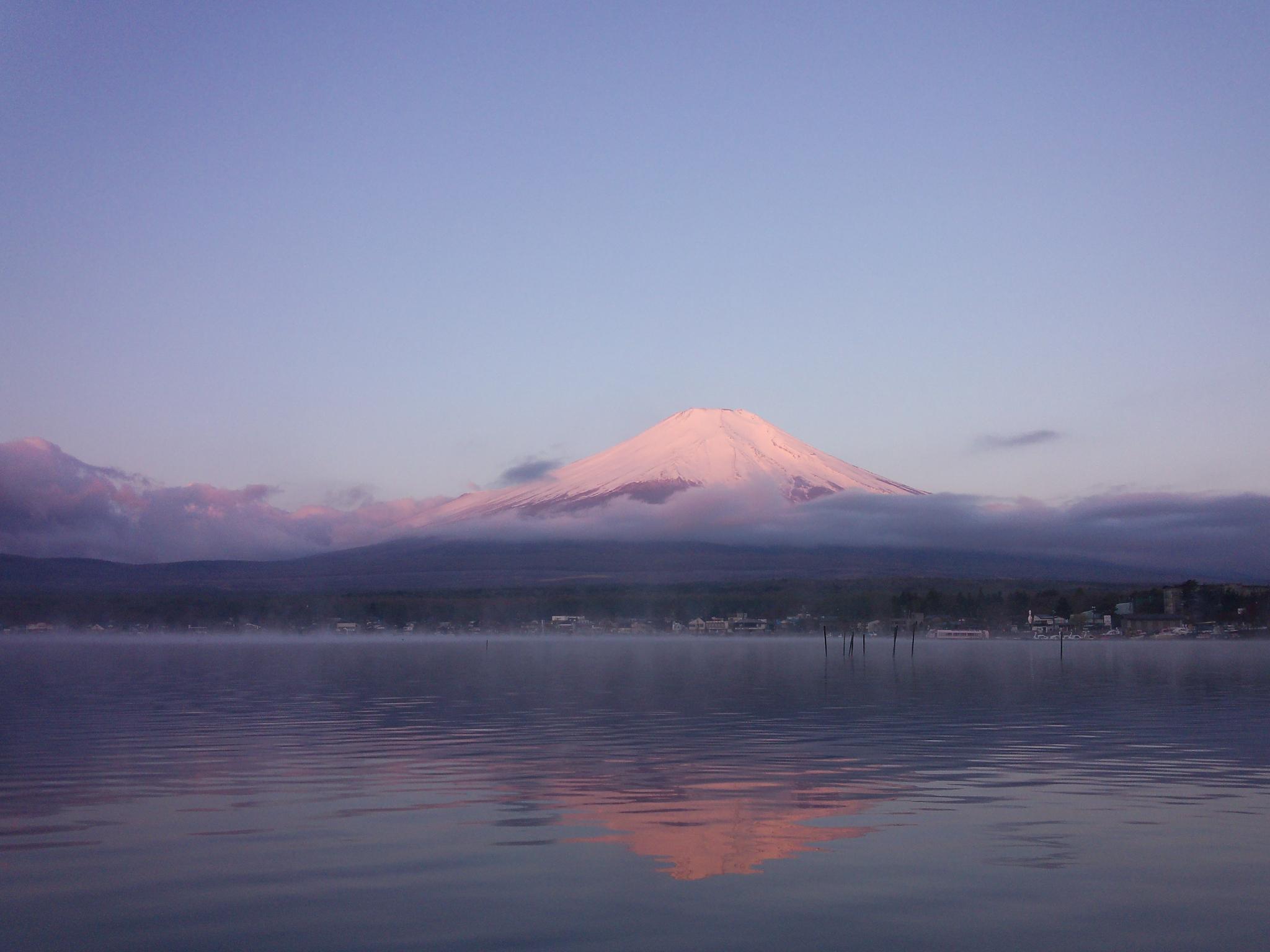 山中湖バスフィッシング。朝焼けの富士