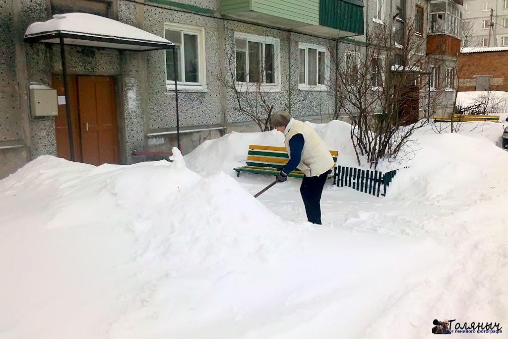 Уборка своего подъезда силами жильцов.