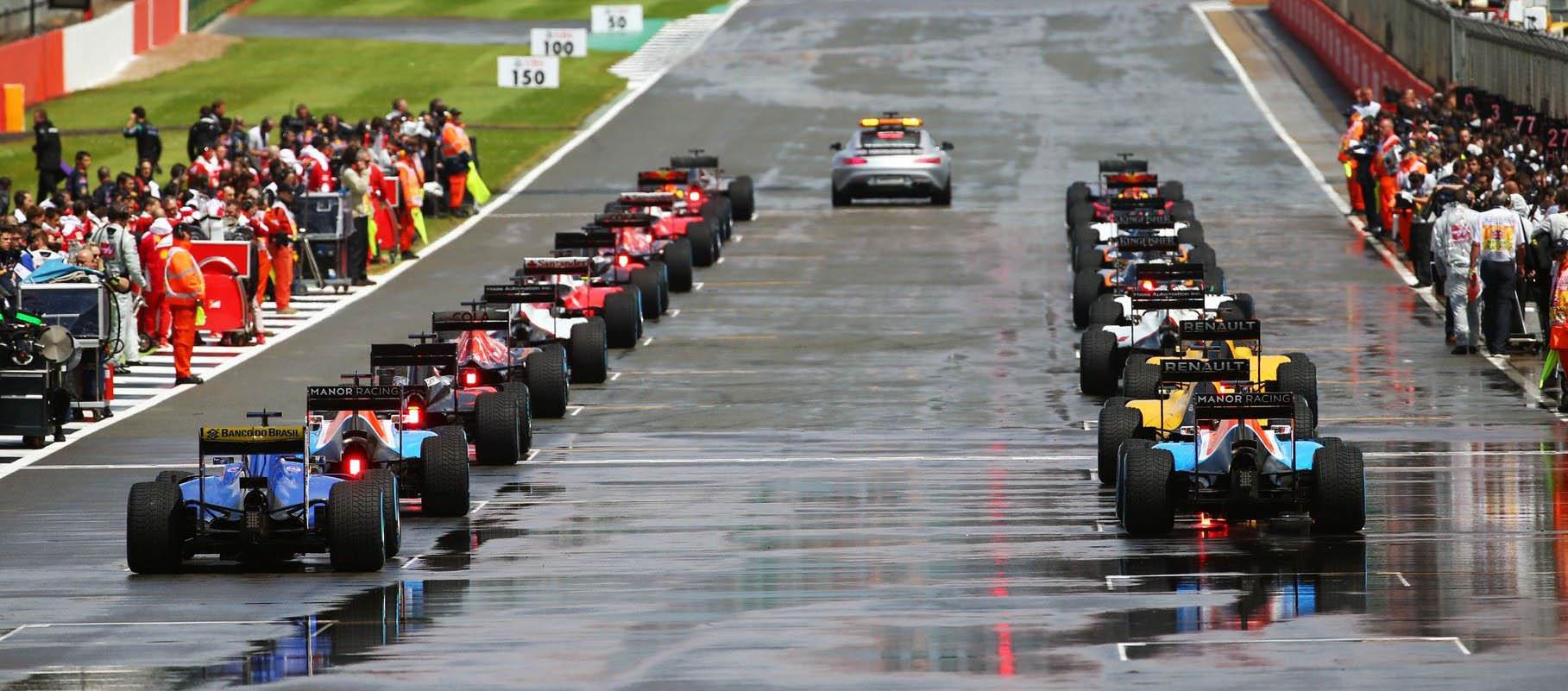 Salida detrás del safety car en el Gran Premio de Gran Bretaña de Silverstone 2016