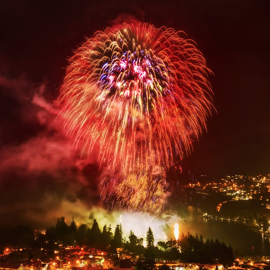Fireworks shooting tips: (BTW, I decided to crop this shot differently... I ...