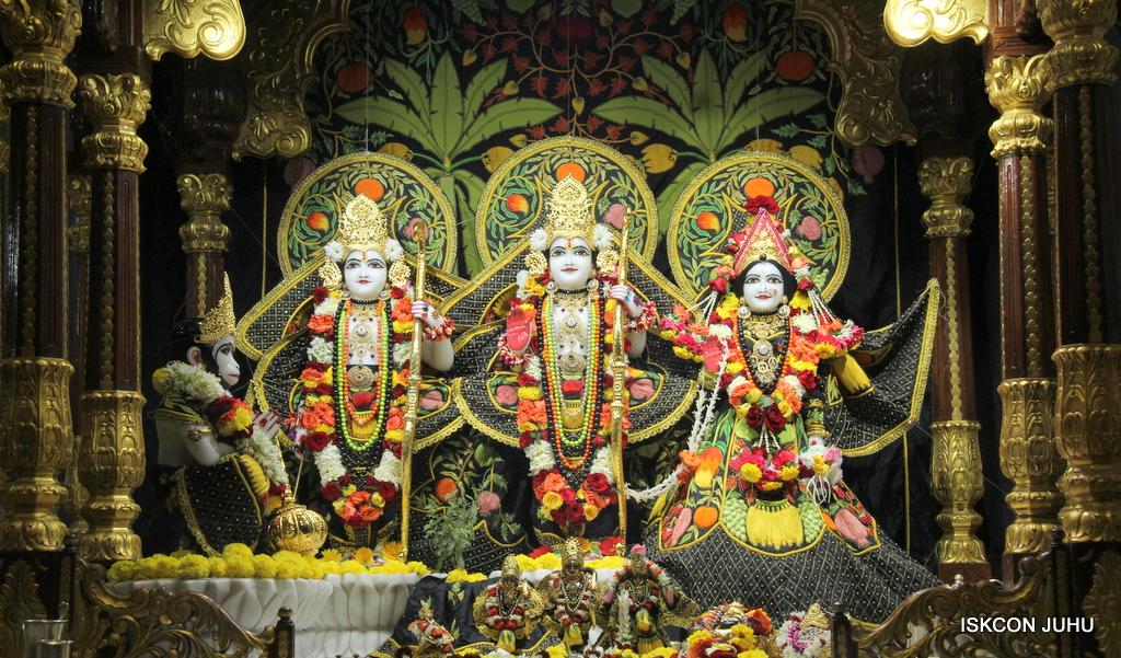 ISKCON Juhu Sringar Deity Darshan on 19th Nov 2016 (29)