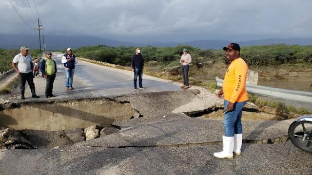 Colapsa el puente Neyba-Duvergé por inundaciones