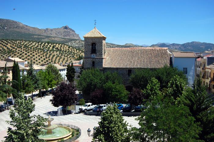 Iglesia Parroquial Ntra. Sra. de la Encarnación vista desde la plaza de Andalucía