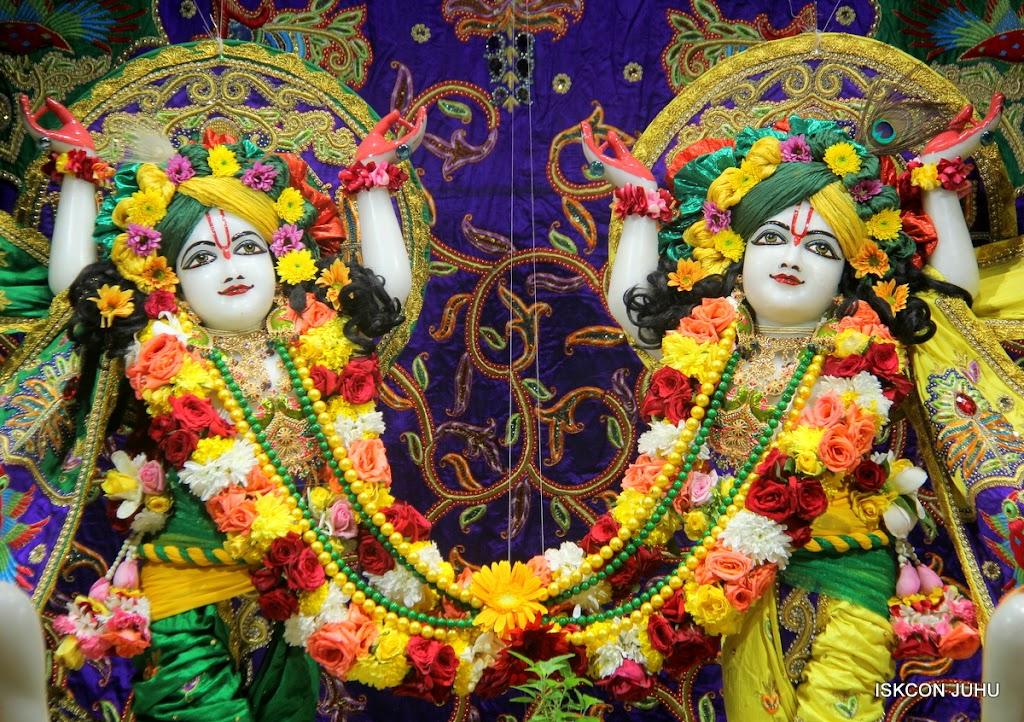 ISKCON Juhu Sringar Deity Darshan on 31st July 2016 (37)