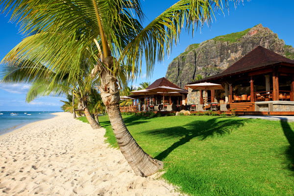 LUX Le Morne - LLM_Views_Beach_1C.jpg