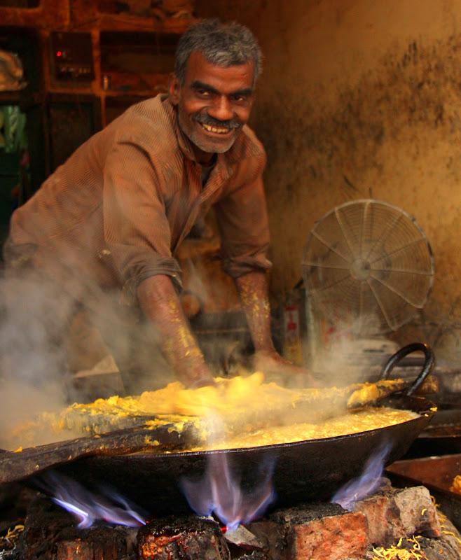 #Varanasistreetscene #Varanasitourism #Varanasistreetphotography #Uttarpradeshtourism #travelbloggersindia