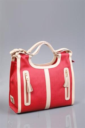 çanta kırmızı renkli