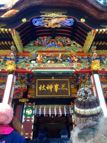 三峯神社 拝殿にて