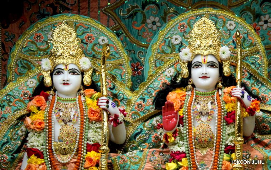 ISKCON Juhu Sringar Deity Darshan on 21st Oct 2016 (37)