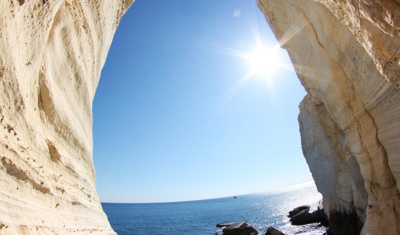 Grutas de Rosh HaNikra na costa do Mar Mediterrâneo em Israel