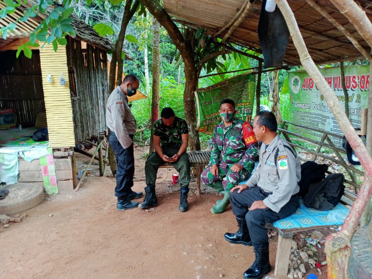 Babinsa Desa Sabintulung Tekankan Kedisiplinan Melalui Komsos