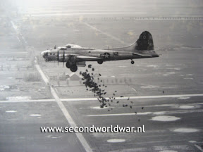 B17's of the 385th BG dropping food - Photo: 100th BG association