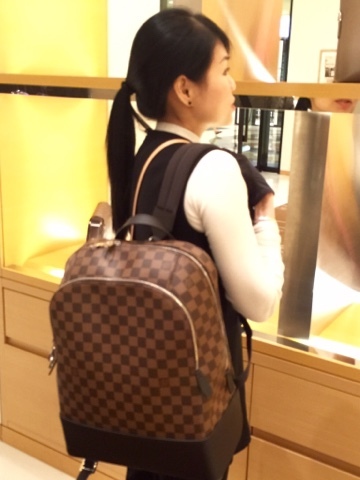 This is the first time Liuis Vuitton used silver-coloured zippers with the  Damier Ebene canvas 563687234a552