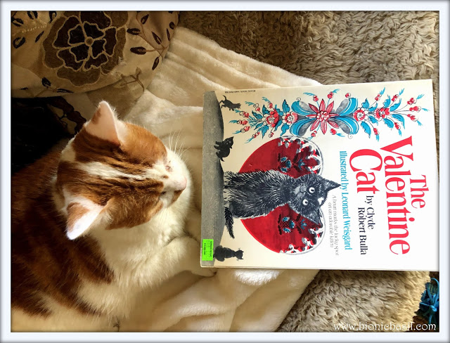 Book Reviews with Amber #156  ©BionicBasil® The Valentine's Cat & Amber 2021