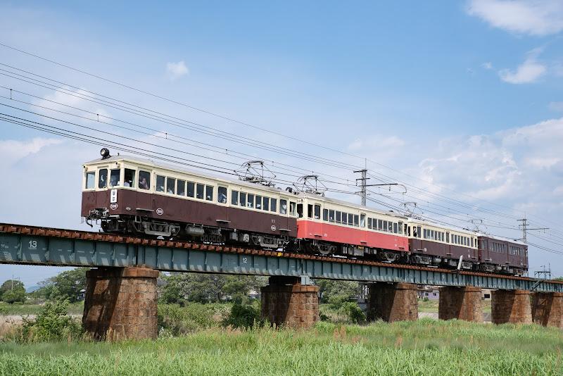 180504 香東川橋梁を渡るレトロ電車4連