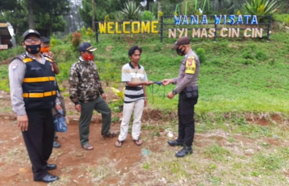 Polres Majalengka Polda Jabar Sosialisasikan 3M Kepada Pengunjung Wisata Alam Nyi Mas Cincin