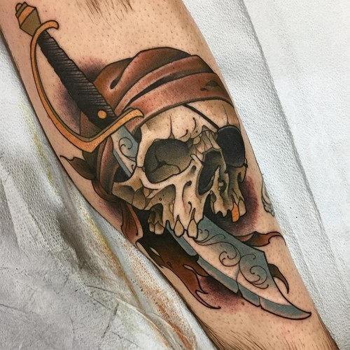 este_maldito_pirata_caveira_tatuagem