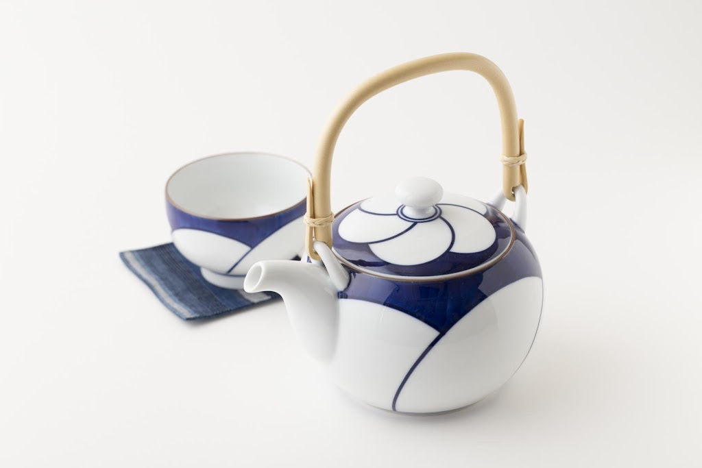 Brush-painted Nejiri-Ume Porcelain Teapot Twisted Plum