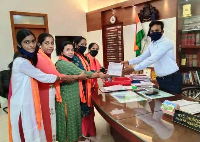 Durga Vahini appeals to form task force- ಮಹಿಳಾ ಸುರಕ್ಷತೆಗೆ ಟಾಸ್ಕ್ ಫೋರ್ಸ್: ಪೊಲೀಸ್ ಆಯುಕ್ತರಿಗೆ ದುರ್ಗಾವಾಹಿನಿ ಮನವಿ