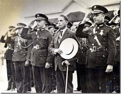 Foto 3 El dictador junto a Rafael Estrella Ureña y oficiales de las Fuerzas Armadas