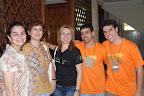 Débora Fahur, do Grupo Gestor da RENAS (no centro) acompanhada por Maria Carolina, da Visão Mundial (à esquerda), Klênia Fassoni (Editora UItimato) e voluntários.