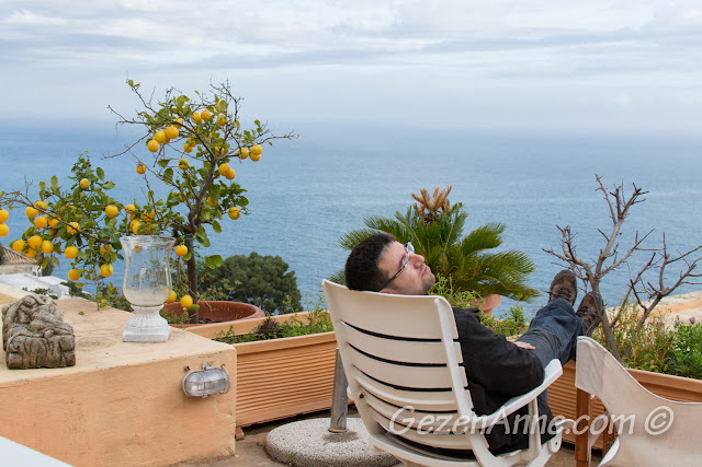 denize nazır verandamızda dinlenirken, Positano