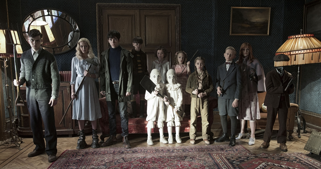 Left to right: Enoch (Finlay Macmillan), Emma (Ella Purnell), Jake (Asa Butterfield), Hugh (Milo Parker), Bronwyn (Pixie Davies), the twins (Thomas and Joseph Odwell), Claire (Raffiella Chapman), Fiona (Georgia Pemberton), Horace (Hayden Keeler-Stone), Olive (Lauren McCrostie) and Millard (Cameron King) in MISS PEREGRINE'S HOME FOR PECULIAR CHILDREN. (Photo Credit: Leah Gallo - TM & © 2016 Twentieth Century Fox Film Corporation)