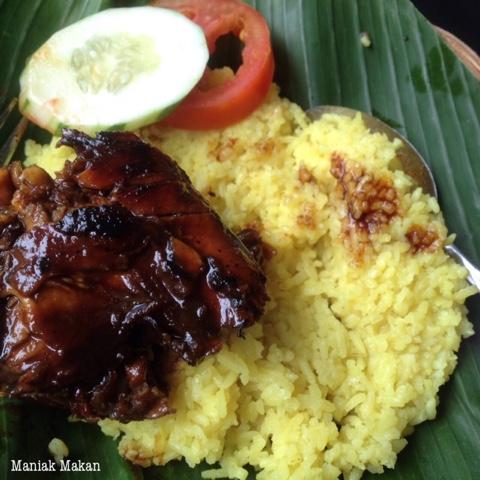 maniak-makan-kindai-masakan-banjar-di-jogja-nasi-kuning-ayam-panggang