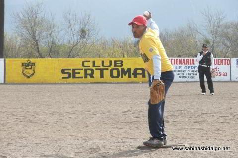 Santos Silva de Agua y Drenaje en el softbol del Club Sertoma