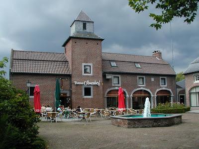 Herk-de-Stad: kasteel de Pierpont (Olmenhof) - nu stadhuis