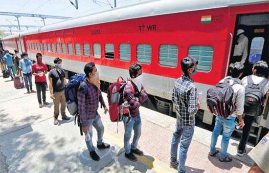 यात्रीगण ध्यान दें : ट्रेन में चढ़ने और किसी रिश्तेदार या दोस्त से मिलने के लिए तुरंत उतरने के लिए अब अतिरिक्त पैसा देना होगा