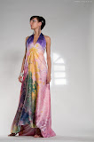 – TERRA saténové šaty ručně malované - orientační cena 10.000,-Kč foto:Petr Kuchař