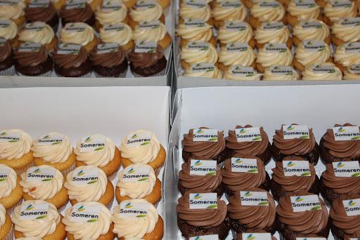 768- Cupcakes logo.JPG