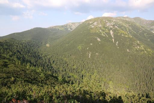 Bobrovecká dolina, vpravo Salatín